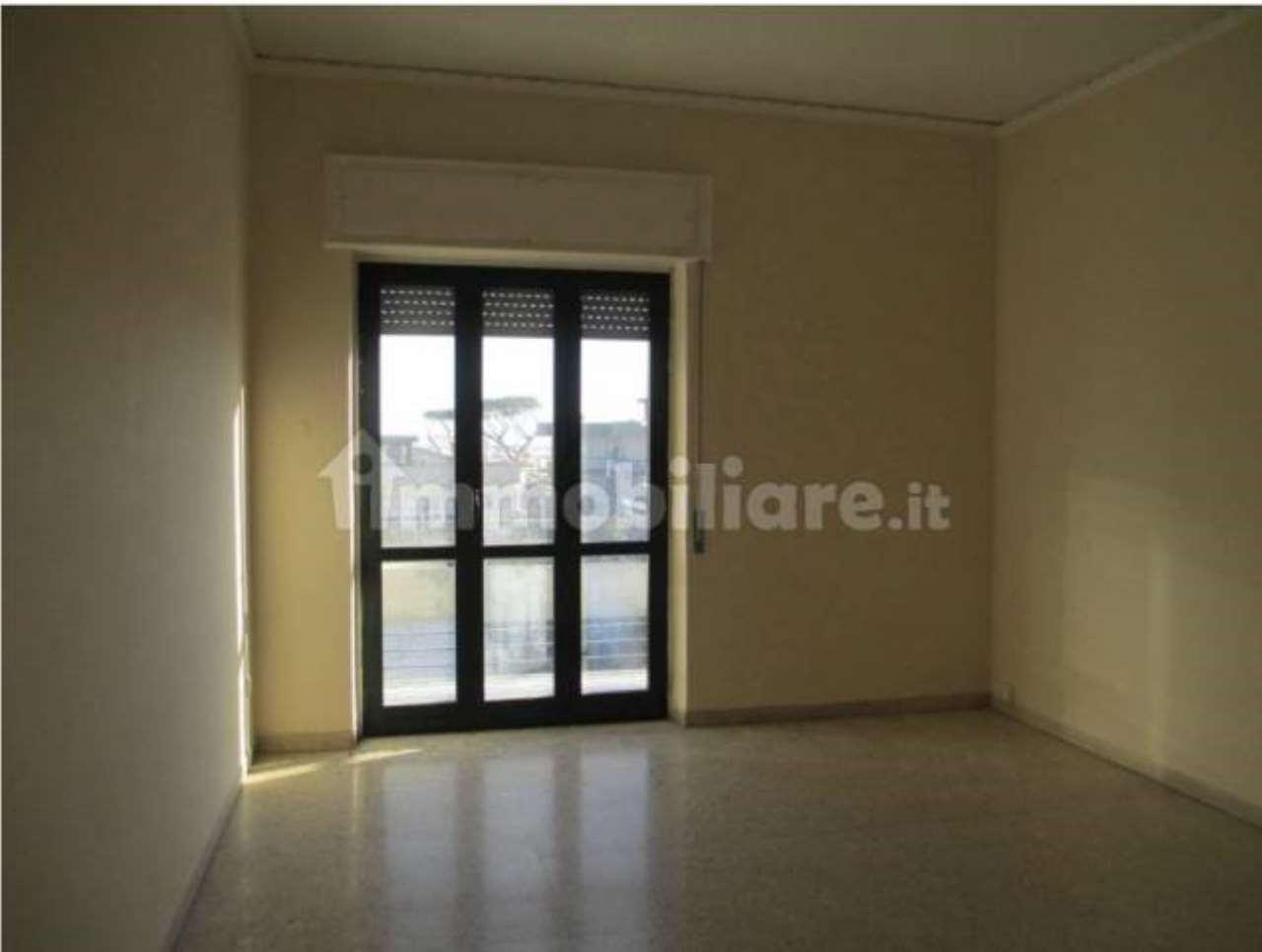 Appartamento in affitto a Pozzuoli, 3 locali, prezzo € 750 | CambioCasa.it