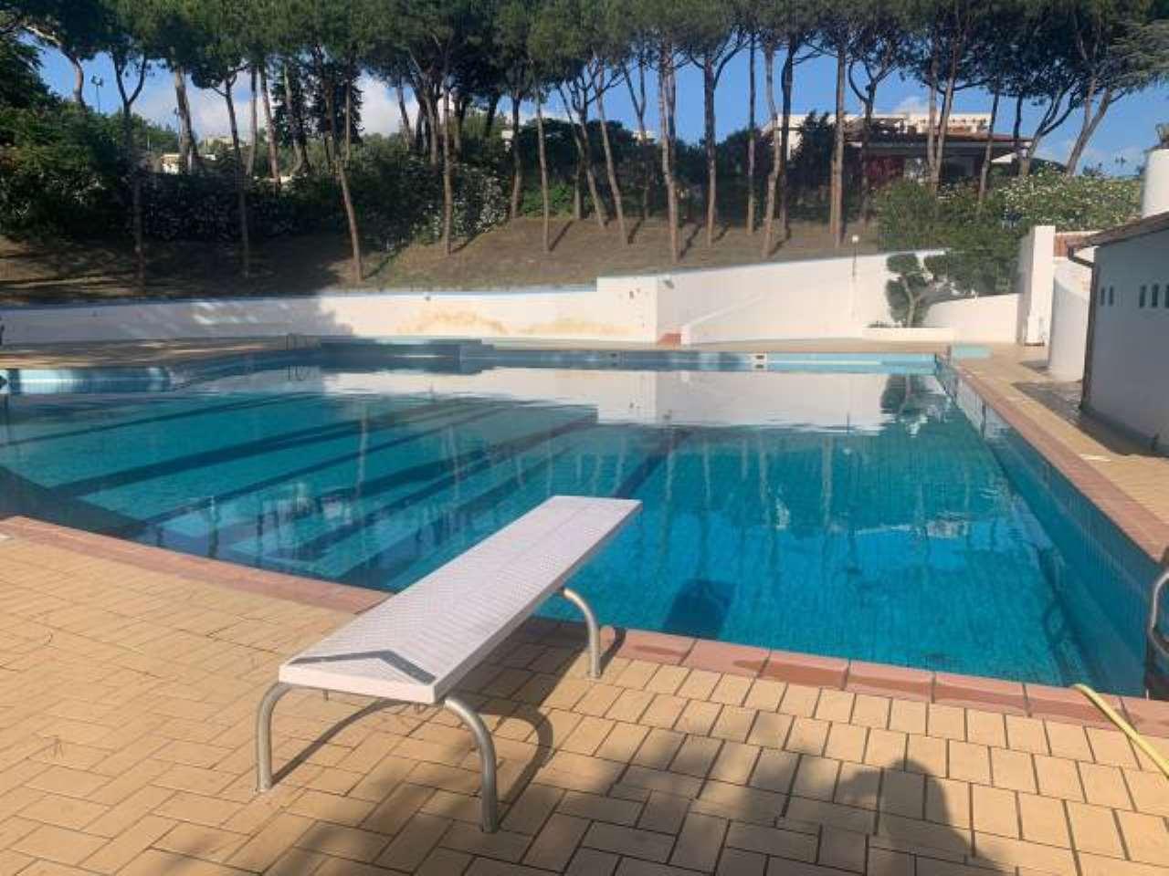 Villa in affitto a Pozzuoli, 6 locali, prezzo € 3.000 | CambioCasa.it