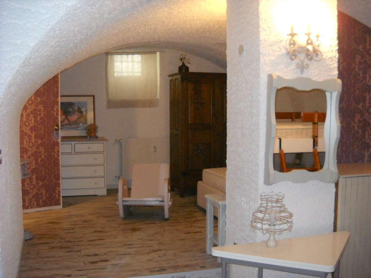 Appartamento in buone condizioni arredato in affitto Rif. 4826611