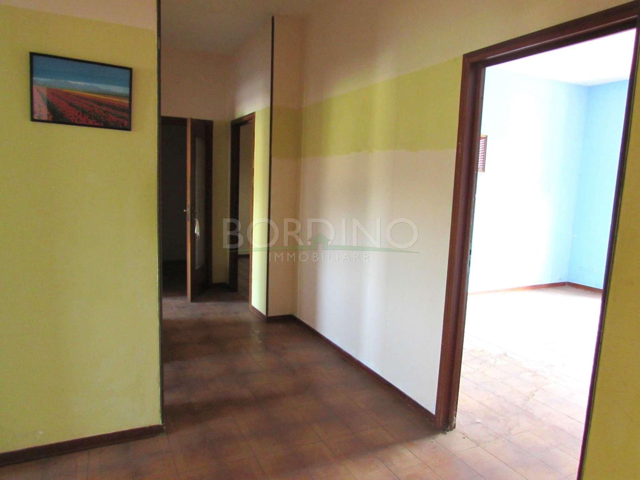 CASTAGNITO. Località Baraccone. Appartamento di 5 locali di ampia metratura.