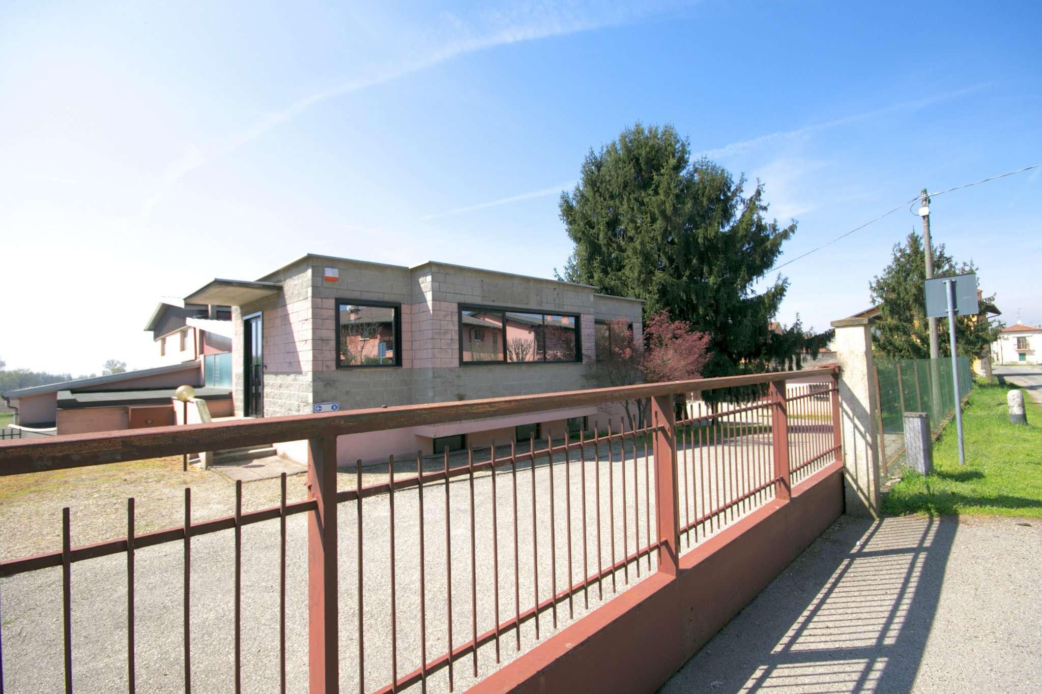 Capannone in vendita a Torre d'Isola, 9999 locali, Trattative riservate | CambioCasa.it