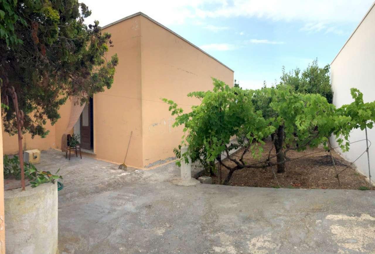 Casa Indipendente in condizioni mediocri parzialmente arredato in vendita Rif. 4841620