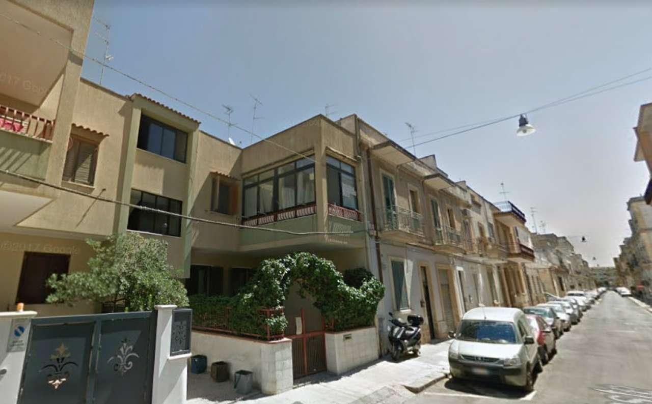 Appartamento in buone condizioni arredato in vendita Rif. 4841640