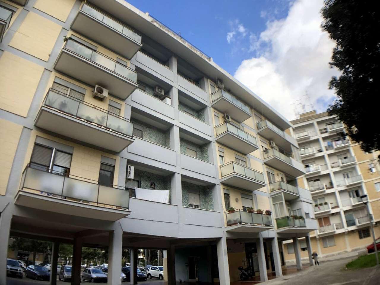 Appartamento in condizioni mediocri parzialmente arredato in vendita Rif. 9272539