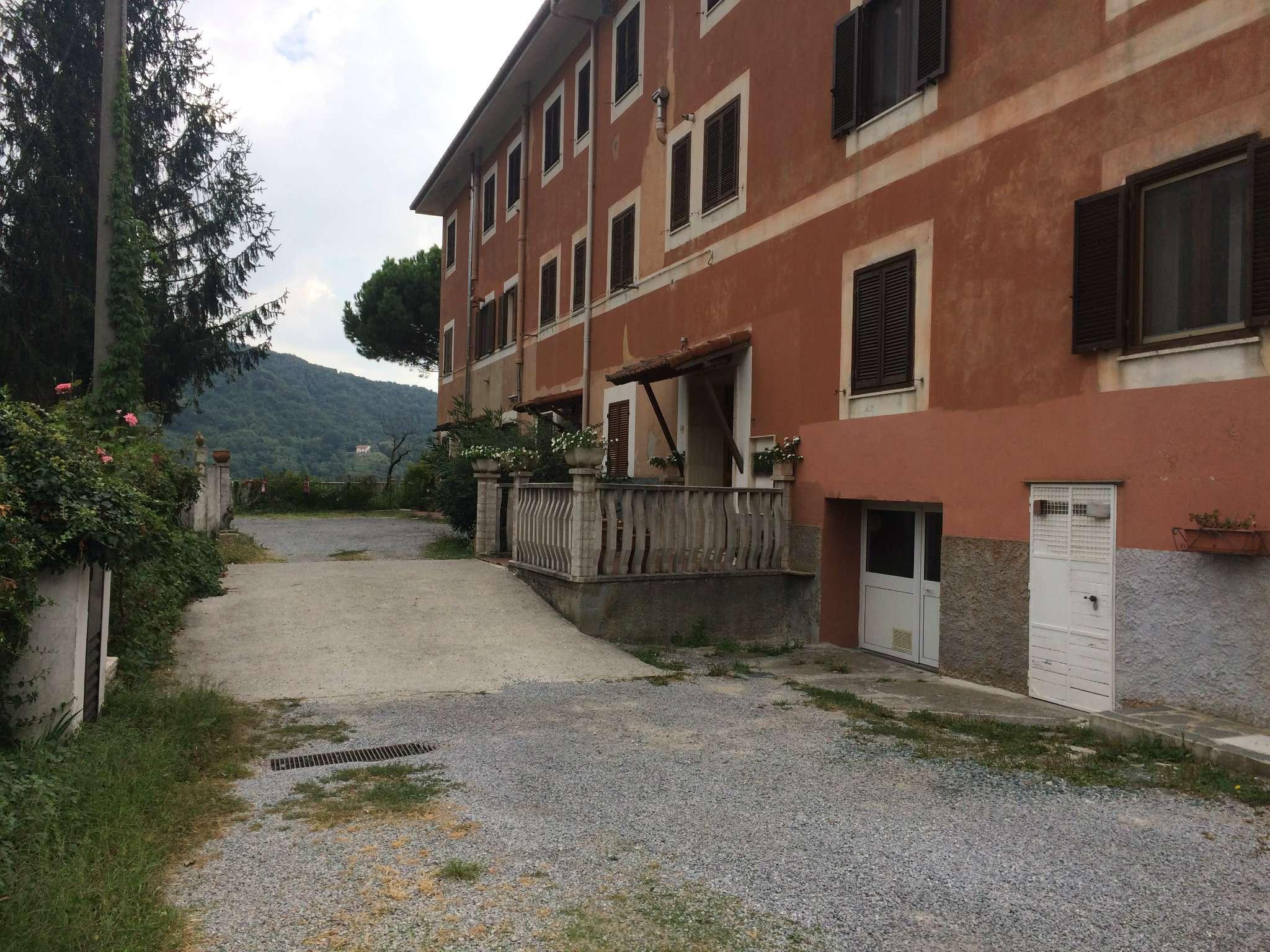 Appartamento in buone condizioni in vendita Rif. 7930227