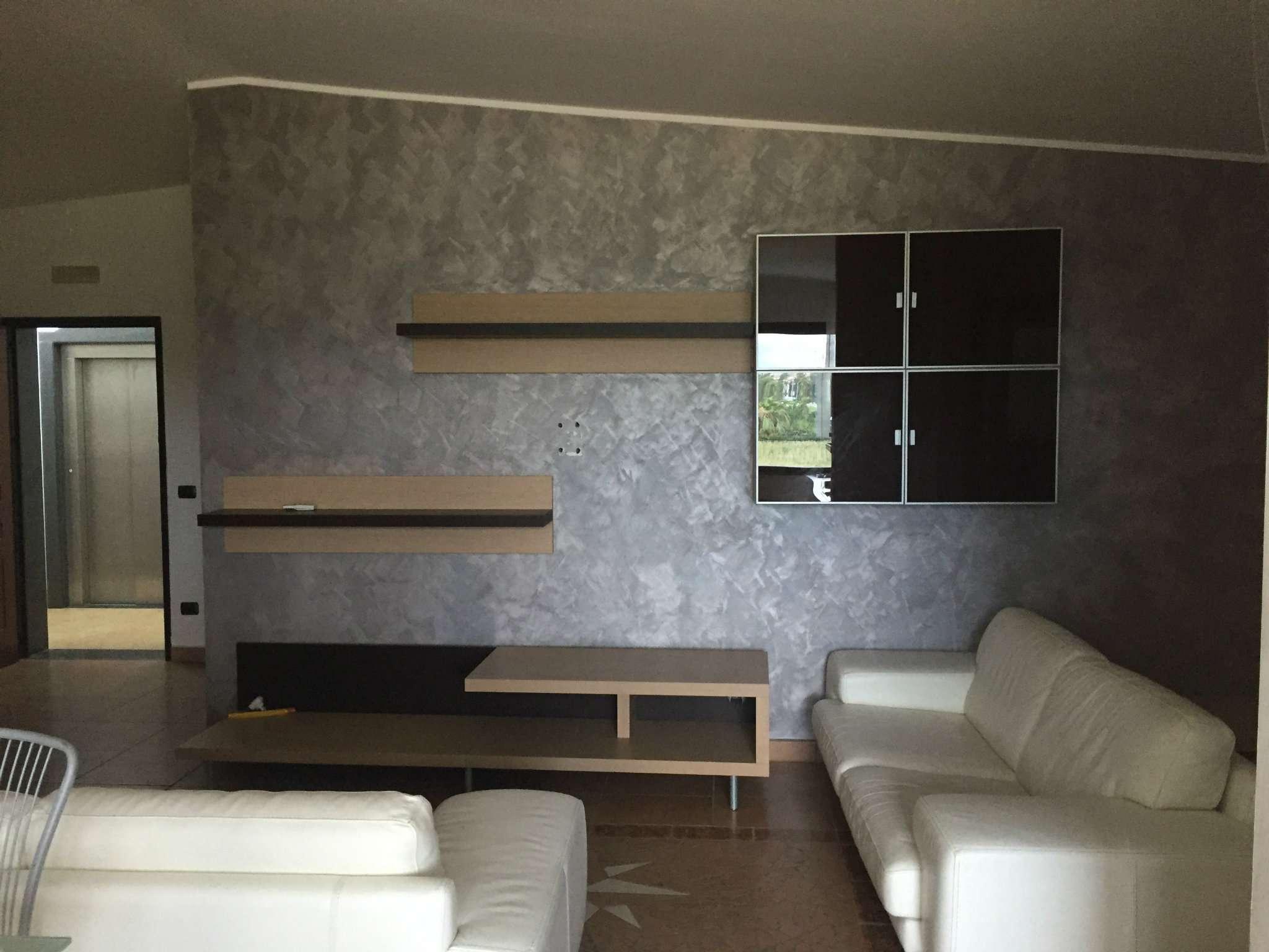 Appartamento in buone condizioni arredato in affitto Rif. 7268407
