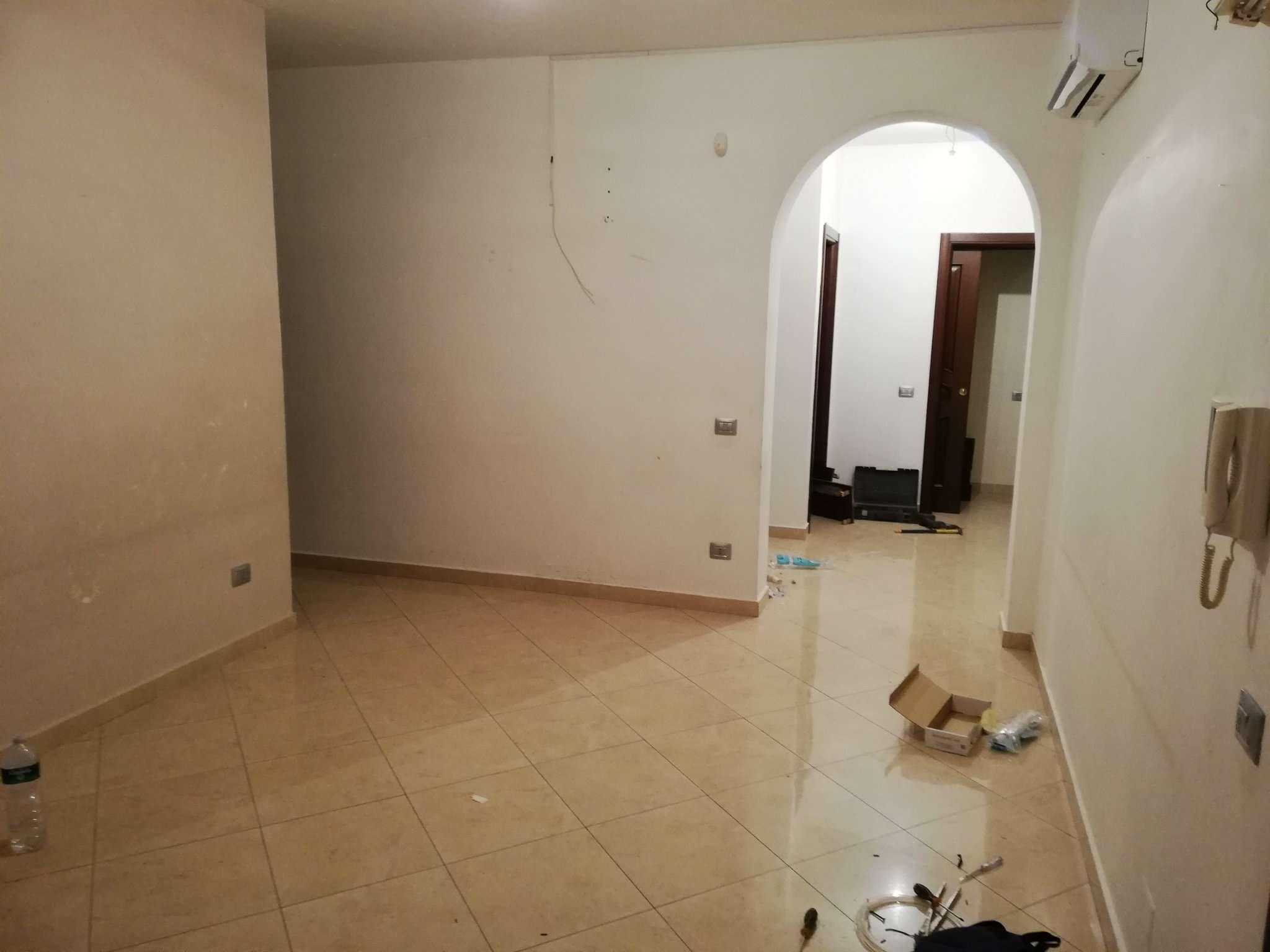 Appartamento in buone condizioni in affitto Rif. 9213060