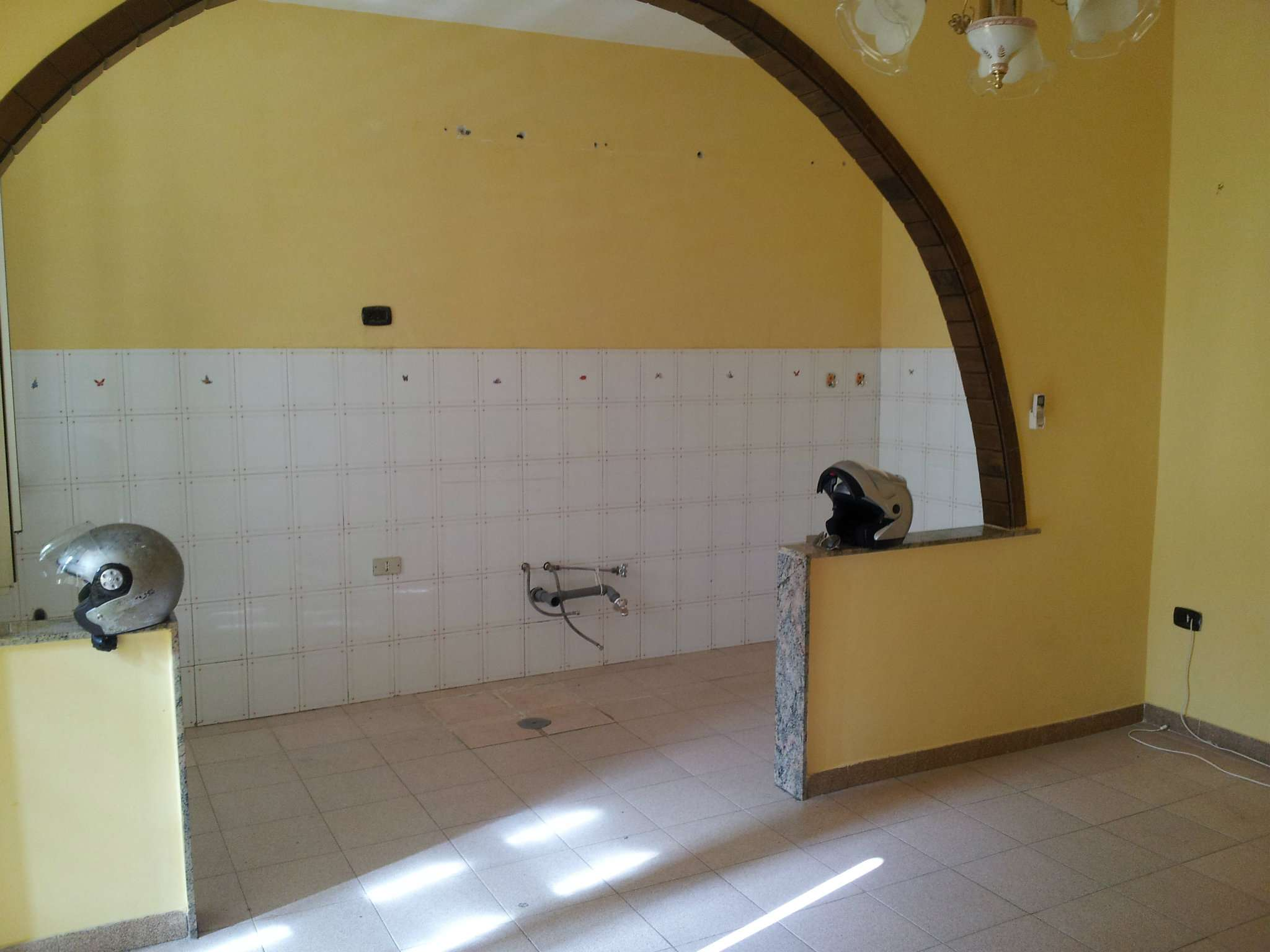 Appartamento in vendita a Marcianise, 2 locali, prezzo € 35.000   CambioCasa.it