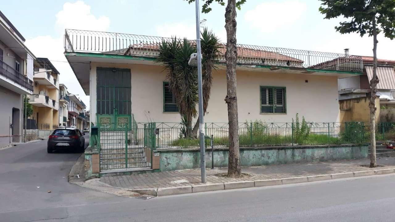 Negozio / Locale in affitto a Marcianise, 3 locali, prezzo € 1.000 | CambioCasa.it