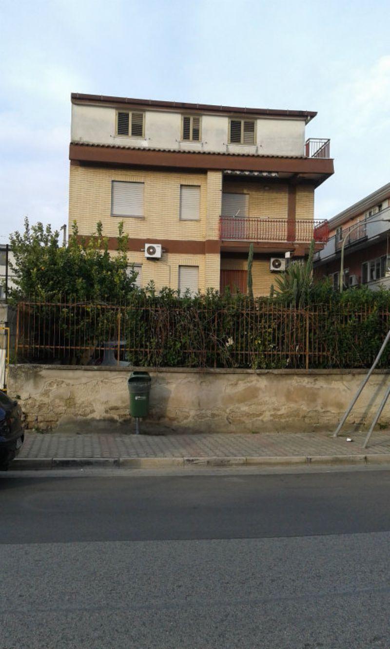 Appartamento in vendita a Marcianise, 3 locali, prezzo € 78.000   CambioCasa.it