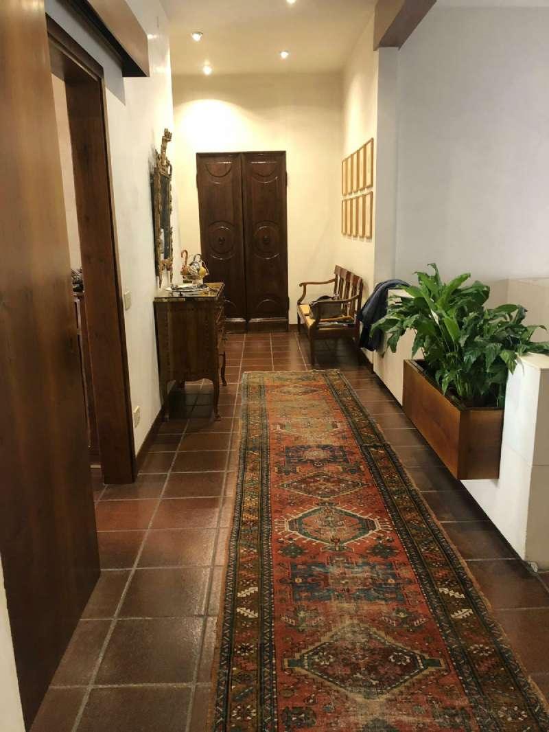Appartamento in vendita a Prato, 11 locali, prezzo € 520.000 | PortaleAgenzieImmobiliari.it